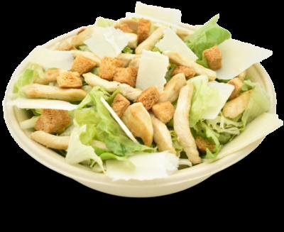 Insalate verdi, petto di pollo grigliato, crostini di pane con origano, scaglie di formaggio grana